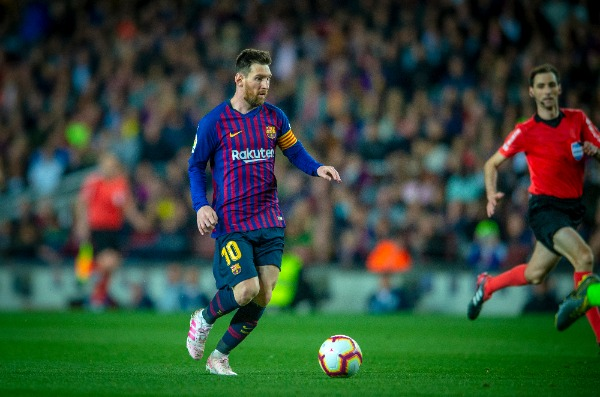 Lionel Messi of FC Barcelona dribbles during their 35th round match of the La Liga 2018-2019 season against Levante UD at Camp Nou Stadium in Barcelona, Spain, 27 April 2019.